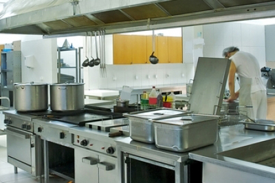 Clean kitchen with C-inco
